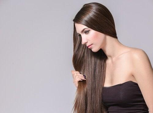 4 Heilpflanzen die zur Förderung des Haarwuchses beitragen könnten