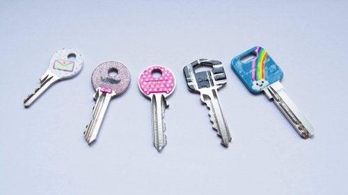 Nagellack innovativ verwenden mit Schlüsseln