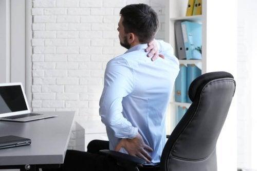 Körperhaltung bei Rückenröllchen