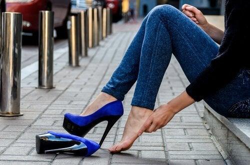Schuhe mit Absatz schmerzfrei tragen - 7 Tipps