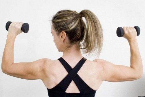 Schulterdrücken für trainierte Arme