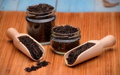 natürliche Heilmittel gegen Lippenherpes: schwarzer Tee