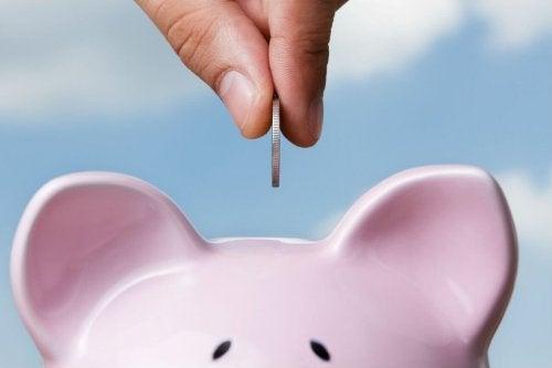 Sparen hilft jeden Monat Geld zu sparen