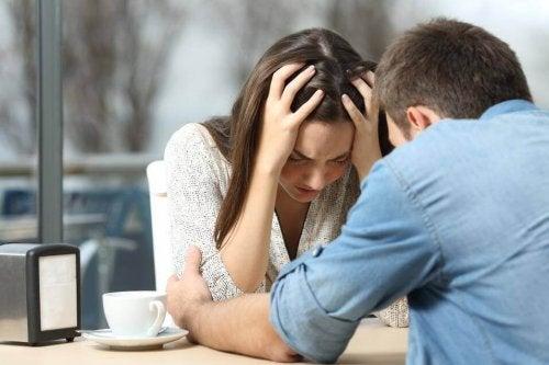 Unglückliche Paare brauchen Hilfe
