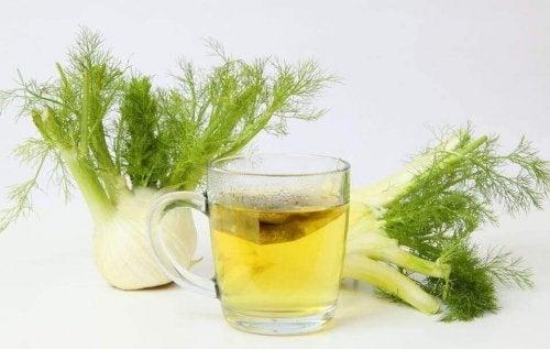 Tees gegen Verdauungsstörungen enthalten Fenchel