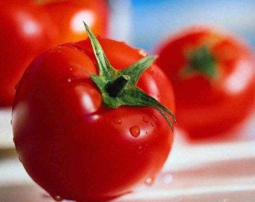 Tomaten für Reis mit Huhn