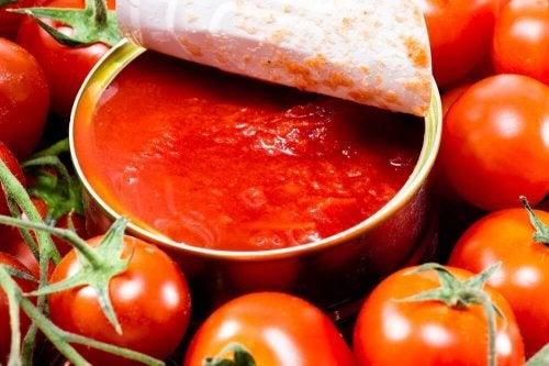 Tomaten im Glas sind lecker