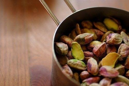 Trockenfrüchte und Nüsse machen satt