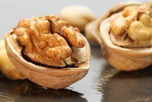 Trockenfrüchte und Nüsse schmecken gut