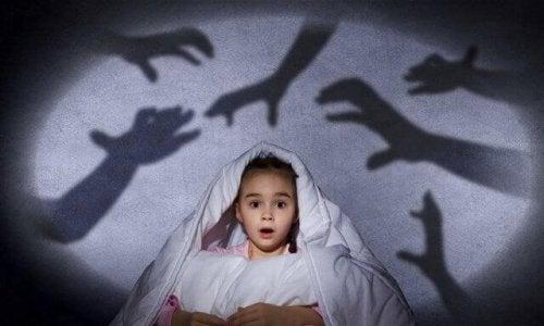 Versuche deine Kinder nicht in ihrer Angst im Dunkeln zu bestärken.