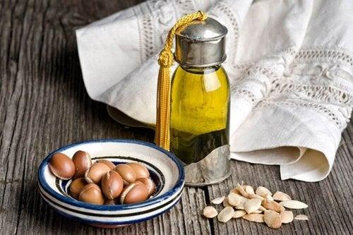 Arganöl für volle Augenbrauen