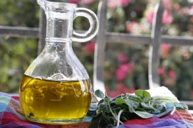 Hausmittel mit Oregano und Olivenöl für die Atemwege