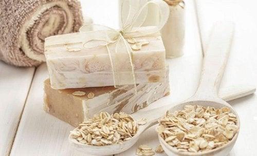 Körperpeeling für trockene Haut: Hafer