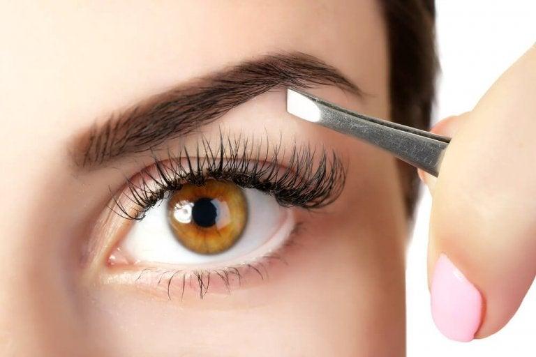 5 natürliche Tricks für volle Augenbrauen