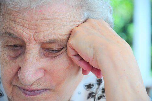 über Multiple Sklerose bei älterer Frau