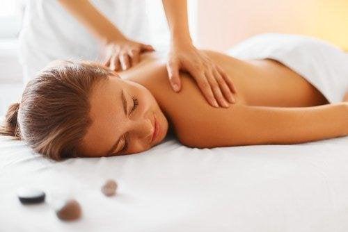 Massagen sind ein großartiger Hausmittel gegen Schlaflosigkeit