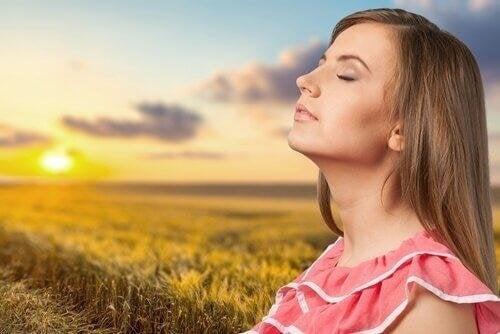 Geh in die Sonne als Hausmittel gegen Schlaflosigkeit