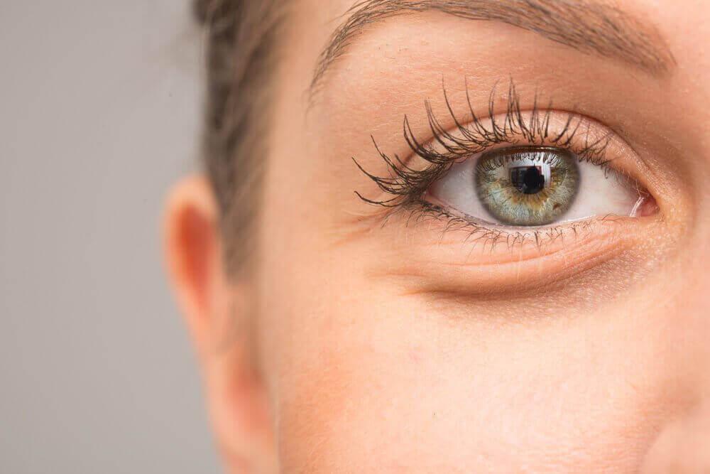 7 mögliche Gründe, warum die Augen anschwellen