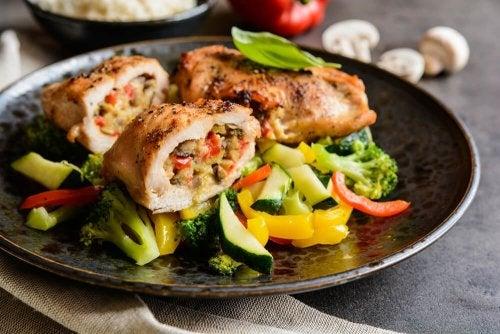 Gefüllte Hühnerbrust mit Gemüse
