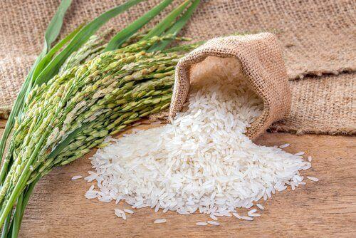 Glutenfreie Alternativen und Reis- und Maiskuchen