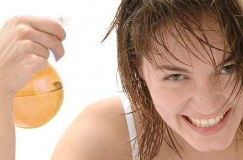 Haar aufhellen mit Apfelessig und Honig