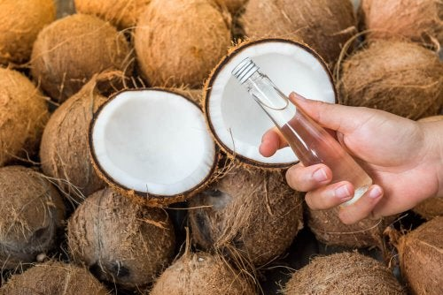 Heißes Kokosöl gegen Dehnungsstreifen und Narben