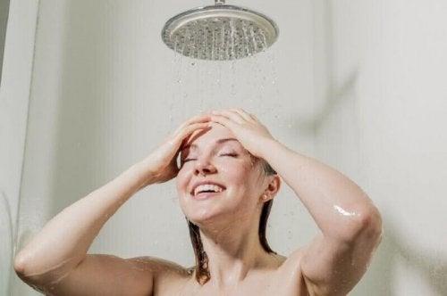 kalte Dusche macht schneller wach
