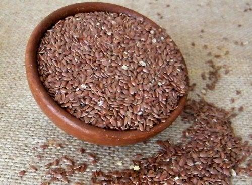 Leinsamen enthalten Omega 3 Fettsäuren.