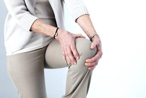 Mit dem Trainieren anfangen stärkt Gelenke und Knochen