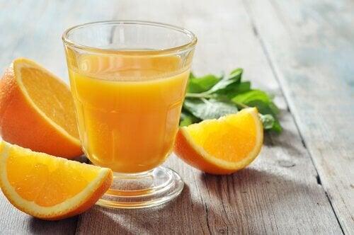 Orangensaft brüchige Nägel