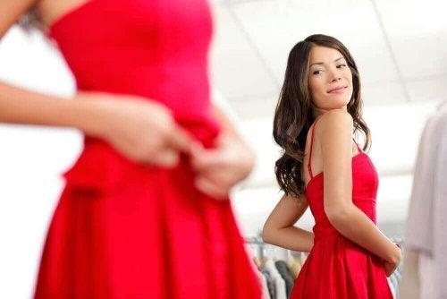 9 Tipps, um die Qualität von Kleidungsstücken zu prüfen