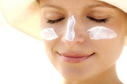 Sonnenschutz Creme benutzen