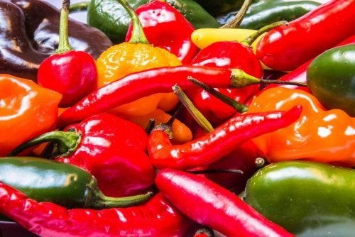 Reizendes und scharfes Essen kann sich negativ auf Müdigkeit auswirken