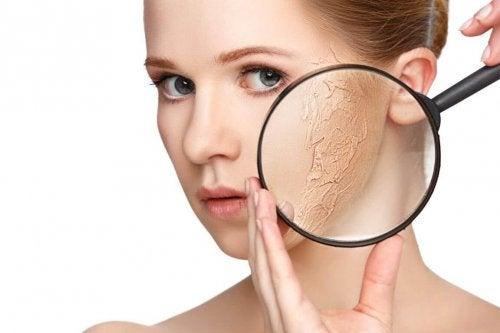 Mit diesen Tipps kannst du trockene Haut behandeln.