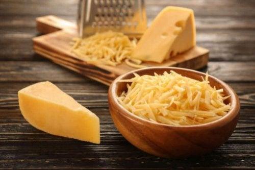 Verschiedene Käsesorten, die gesund für uns sind