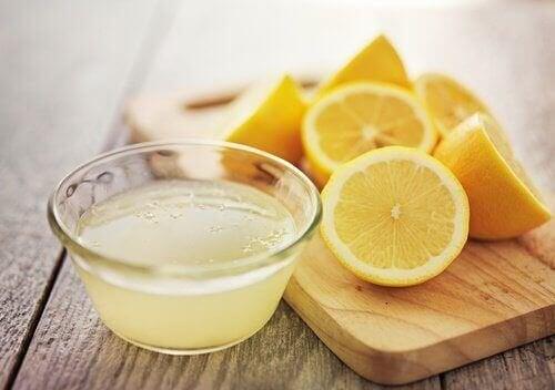 Zitronensaft brüchige Nägel