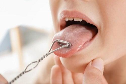 Übungen gegen ein Doppelkinn mit der Zunge