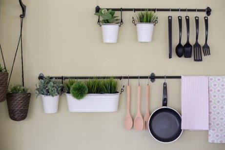 Mehr Stauraum in der Küche: 4 günstige Möglichkeiten