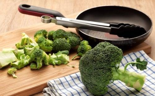 Leckere und knusprige Brokkoli-Bällchen aus der Pfanne
