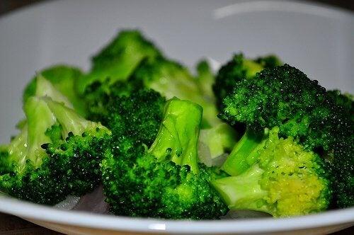 Probiere auch diese leckeren Brokkoli-Bällchen mit Käse, im Ofen zubereitet.