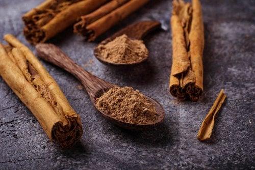 Versuche dieses natürliche Heilmittel aus Zimt und Kanariengras zur Reinigung der Arterien.