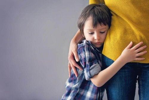 Empathie gehört zu den Wertvorstellungen, die du deinen Kindern beibringen solltest