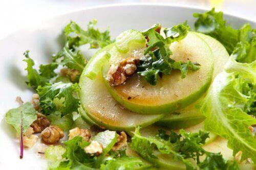 Grüner Apfel für schnelle und einfache Salate