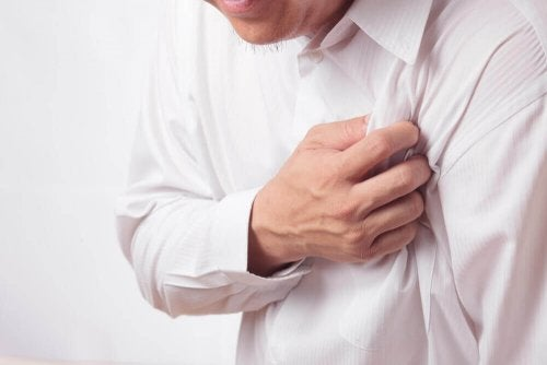 Herzinfarkt führt zu Schmerz im Arm
