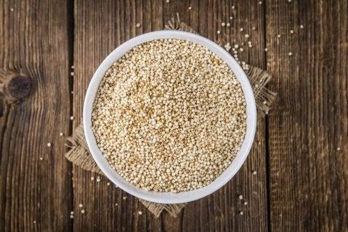 Quinoa-Samen sind reich an Ballaststoffen.