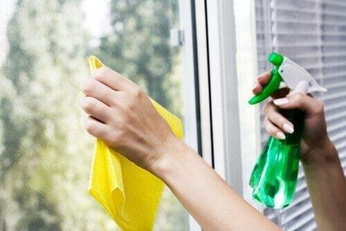 Saubere Glasoberflächen sind einfach zu erreichen