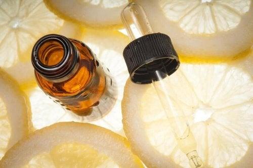 So stellst du ätherisches Zitronenöl her