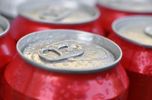 Lebensmittel, auf die du bei einer Diät verzichten solltest: Zuckerhaltige Getränke