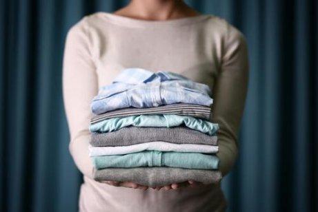 Tricks wie deine alten T-Shirts wieder aussehen wie neu
