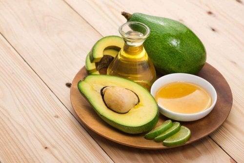 Avocado gegen spröde Fersen